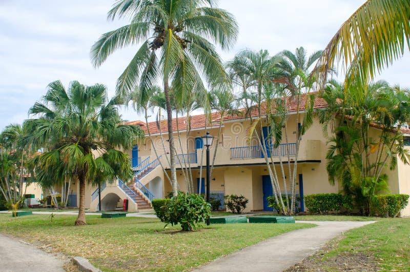 Zalen in Groot Cubaans complex hotel royalty-vrije stock afbeelding