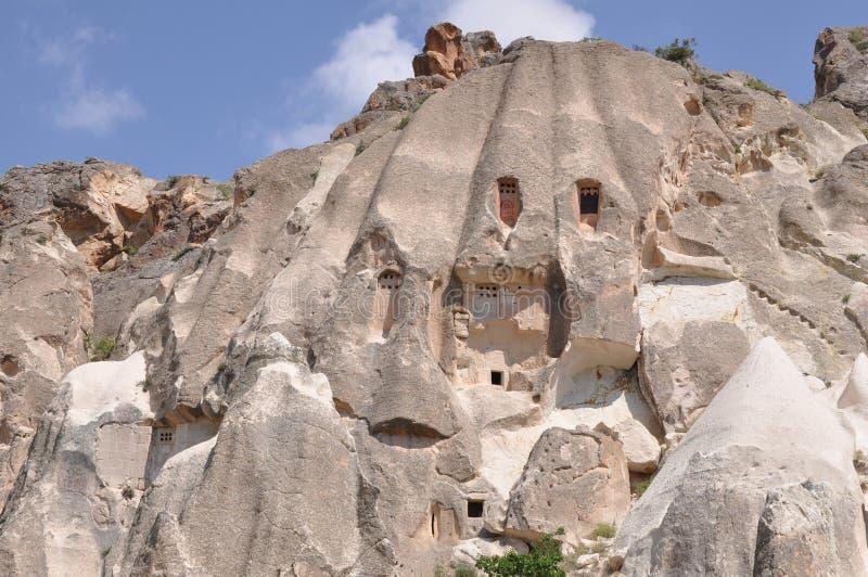Zalen in Rotsen worden gesneden - Rode Rose Valley, Goreme, Cappadocia, Turkije dat royalty-vrije stock afbeeldingen