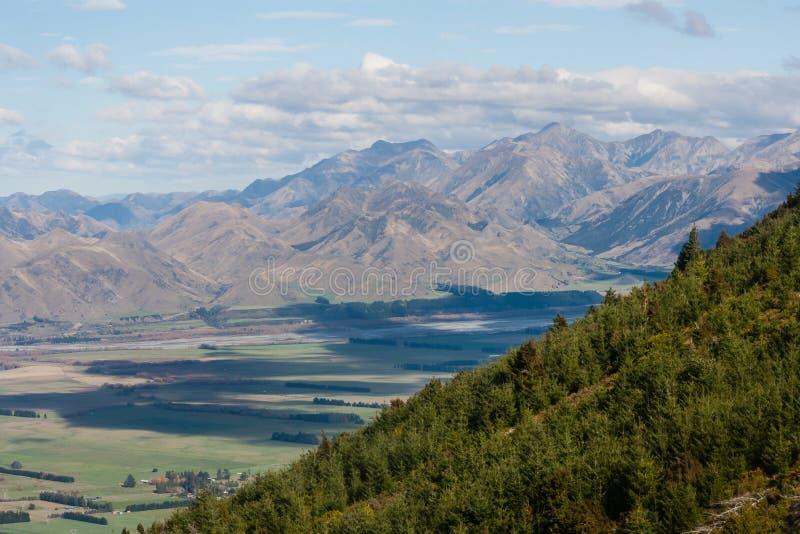 Zalesiony wzgórze w Południowych Alps fotografia royalty free