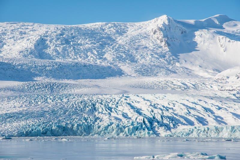 Zalew Fjallsarlon Iceberg z lodowcem Vatnajokull na Islandii zdjęcie stock