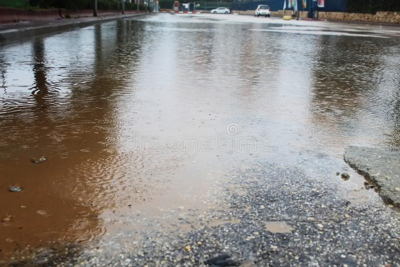 Zalewać w Izrael podczas zima deszczów Deszczówka zalewa wielkiego parking obraz stock