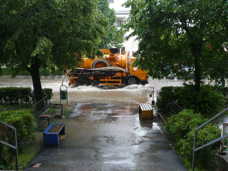 Zalewał ulicy miasto Lukavac zdjęcie stock