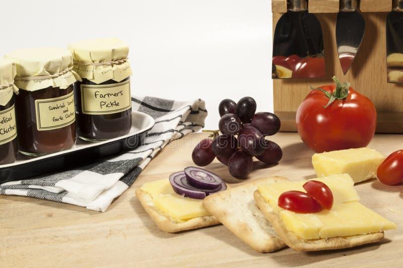 Zalewa sera i krakersa pokaz, obrazy stock