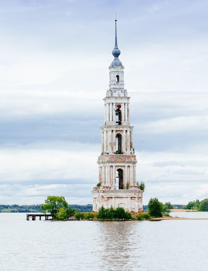 Zalewający dzwonkowy wierza St Nicholas katedra zdjęcia stock