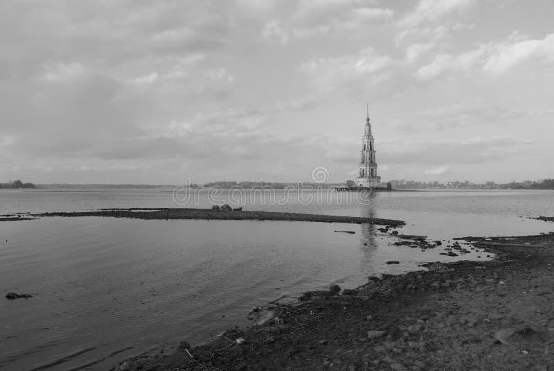 Zalewający miasto - sztuczny jezioro w Rosja obrazy royalty free