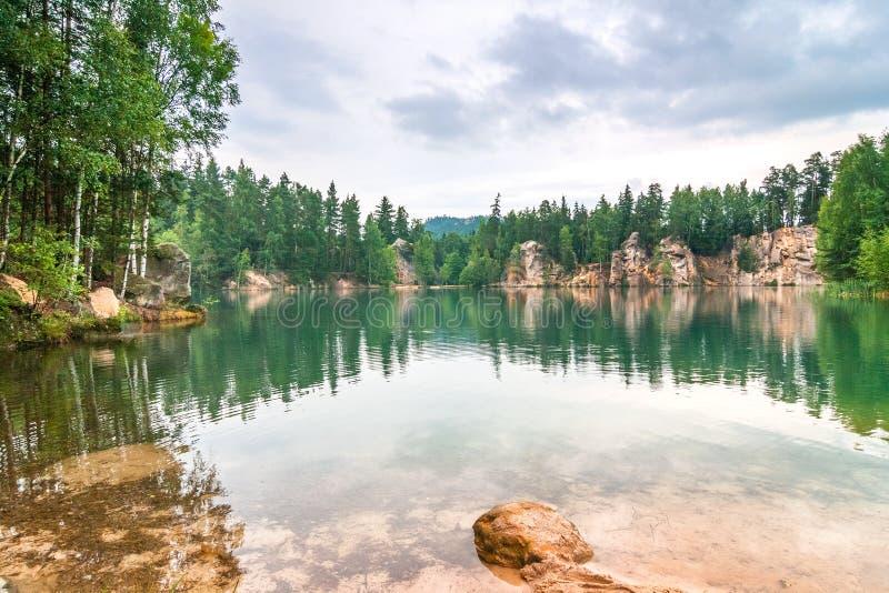 Zalewający piaskowcowy łup w rezerwacie przyrody Adrspach fotografia stock