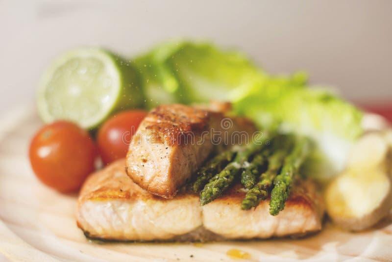 Zalm met groenten royalty-vrije stock foto