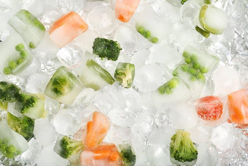 Zamarznięci warzywa i kostki lodu obrazy stock