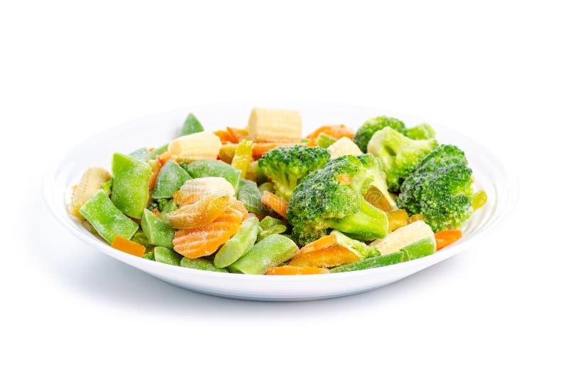 Zamarznięci warzywa na talerzu zdjęcia royalty free
