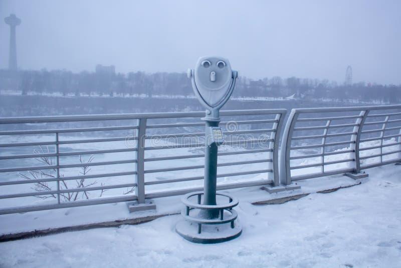 Zamarznięte lornetki przy Niagara Spadają stanu park Nowy Jork fotografia royalty free