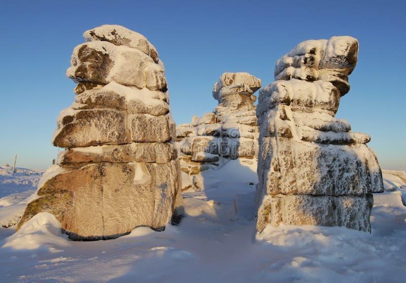 Zamarznięte skały na halnej grani w ranku zaświecają zdjęcia royalty free