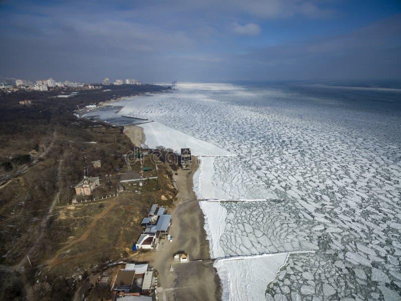 Zamarznięty Czarny morze w Odessa Feb 2017 zdjęcia stock
