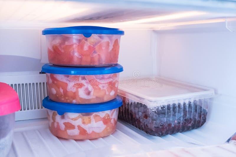 Zamarznięty jedzenie w chłodni Produkty dla zimy w chłodziarce zdjęcie stock