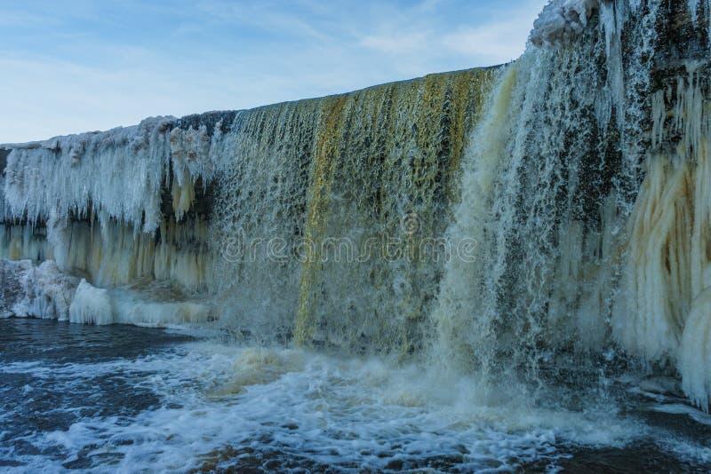 Zamarznięty waterwall Jagala w Estonia fotografia stock