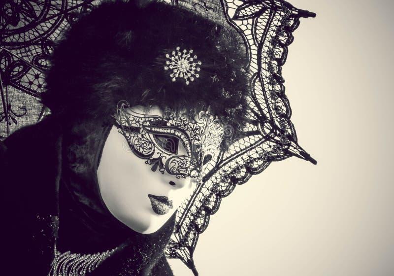 Zamaskowana kobieta w Wenecja karnawale zdjęcia royalty free