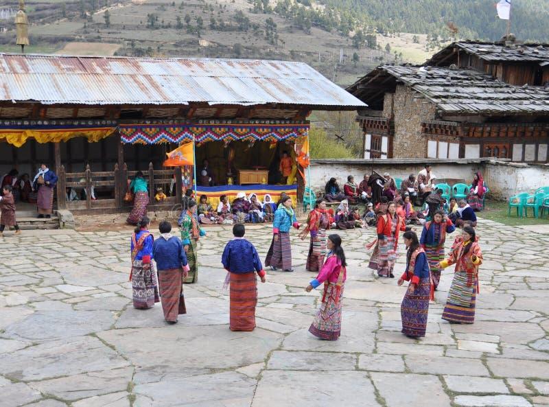 Zamaskowani festiwali/lów tancerze w Bhutan zdjęcia royalty free