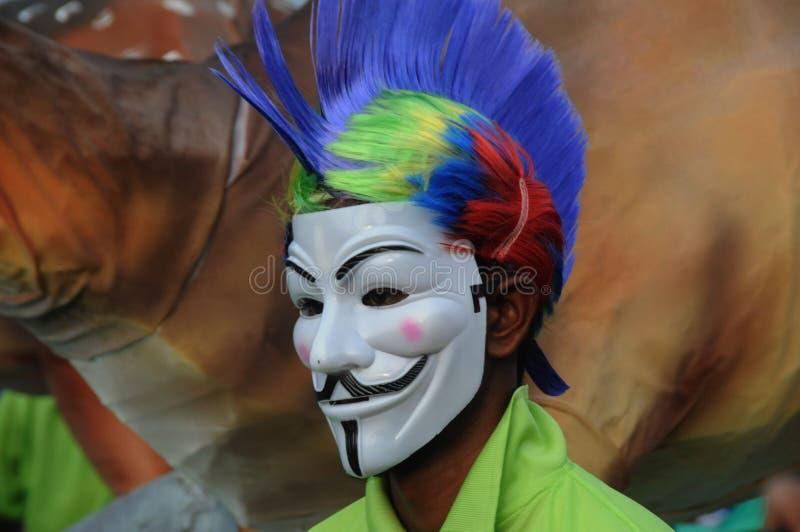 Zamaskowany mężczyzna cieszy się w karnawale przy Goa, India zdjęcia stock