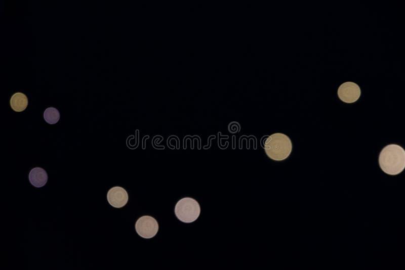 Zamazana światło girlanda na ciemnym tle fotografia stock