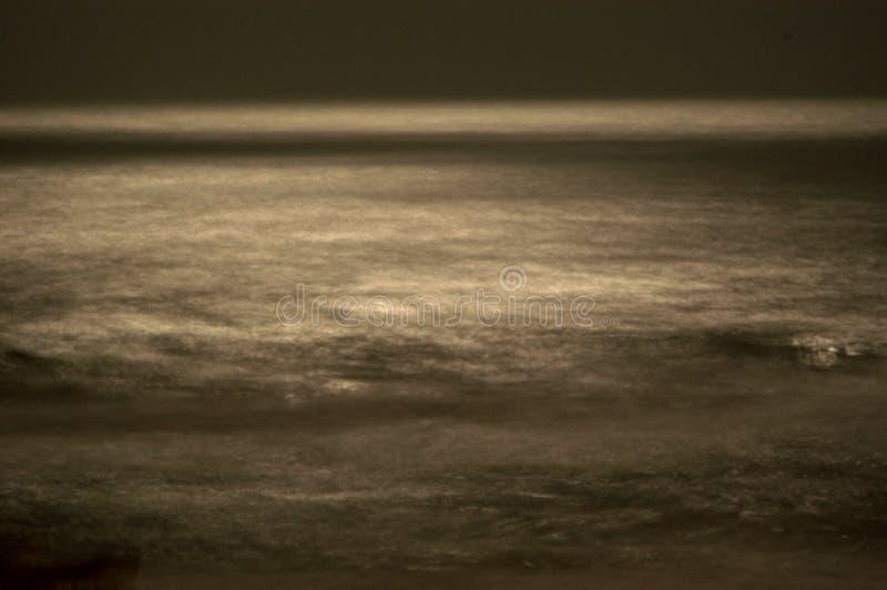 zamazane moonlight fale fotografia stock