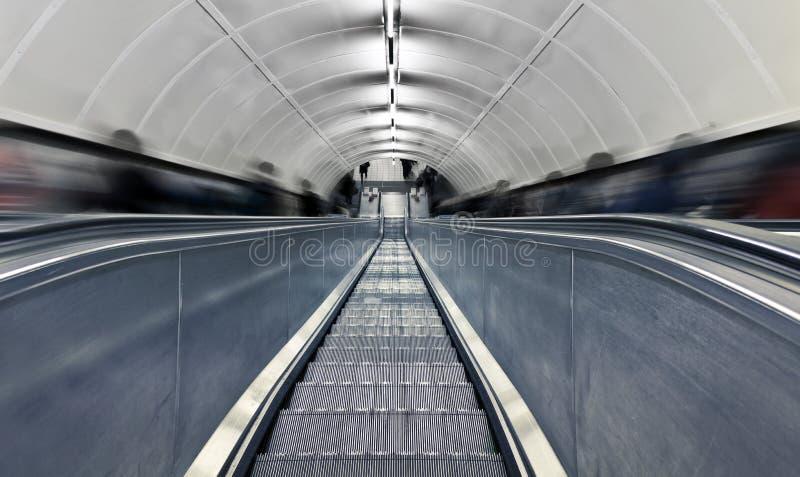 zamazani eskalatoru godzina ludzie pośpiechu zdjęcie royalty free