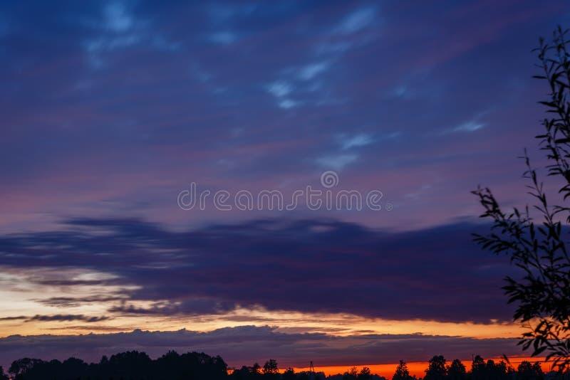 Zamazany, abstrakcjonistyczny niebo zmierzchu tło, zdjęcia royalty free