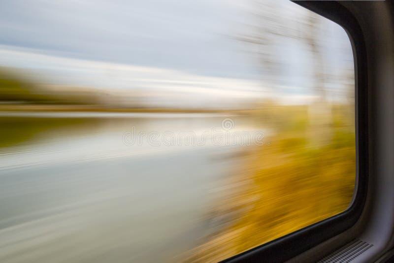 Zamazany abstrakta krajobraz w taborowym okno zdjęcia royalty free