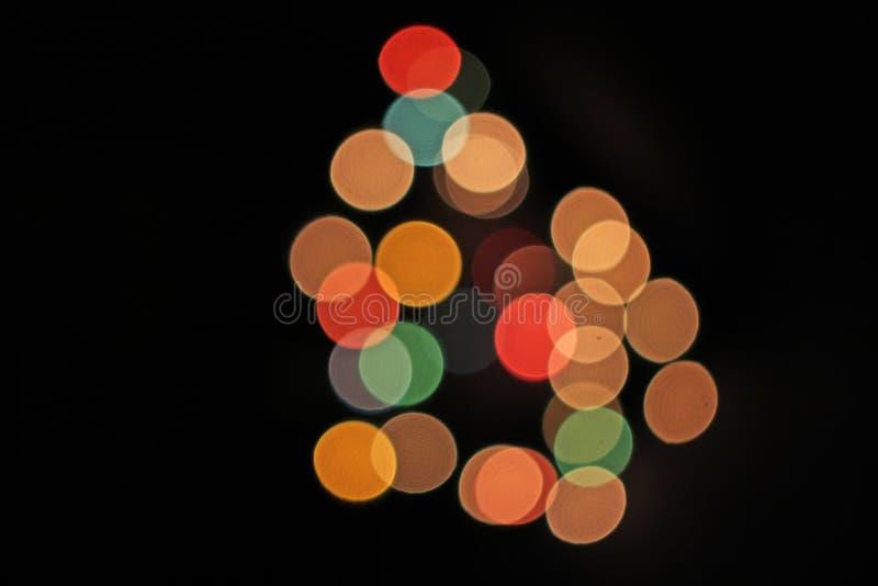 Zamazany defocused bożonarodzeniowe światła zaświeca bokeh tło Kolorowa czerwona żółta błękitna zieleń de skupiał się błyskotliwe obraz stock
