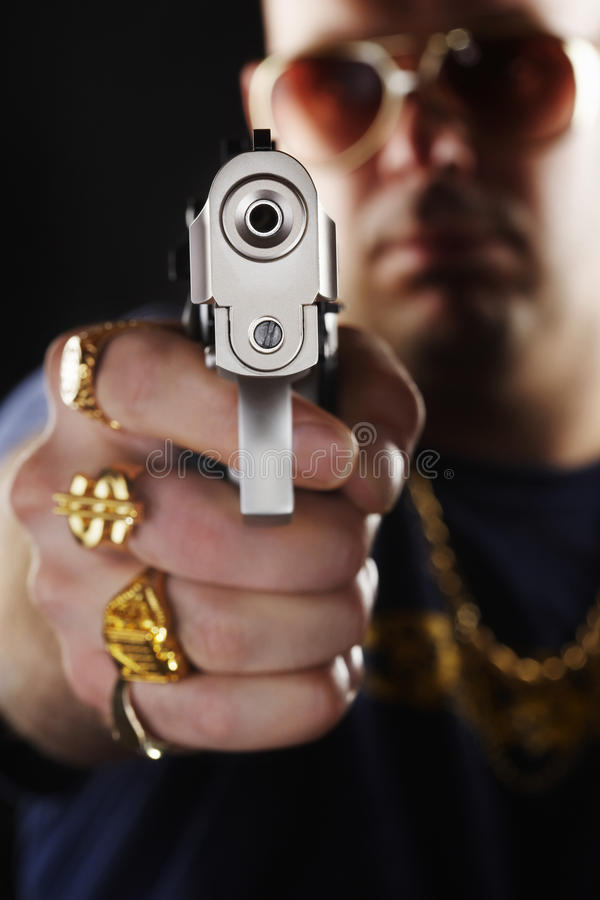 Zamazany mężczyzna Trzyma Out pistolecika obraz stock