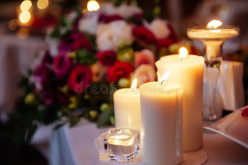 Zamazany obrazek świeczek palić obraz royalty free