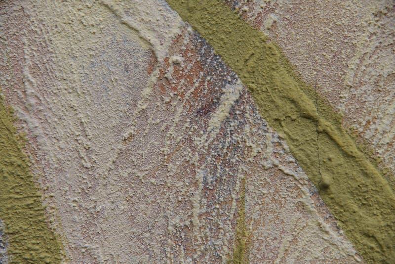 zamazuj?cy abstrakcyjne t?o Tekstura maluj?ca betonowa szorstka powierzchnia z p?kni?ciami i prostaccy uderzenia wapno barwimy obraz royalty free