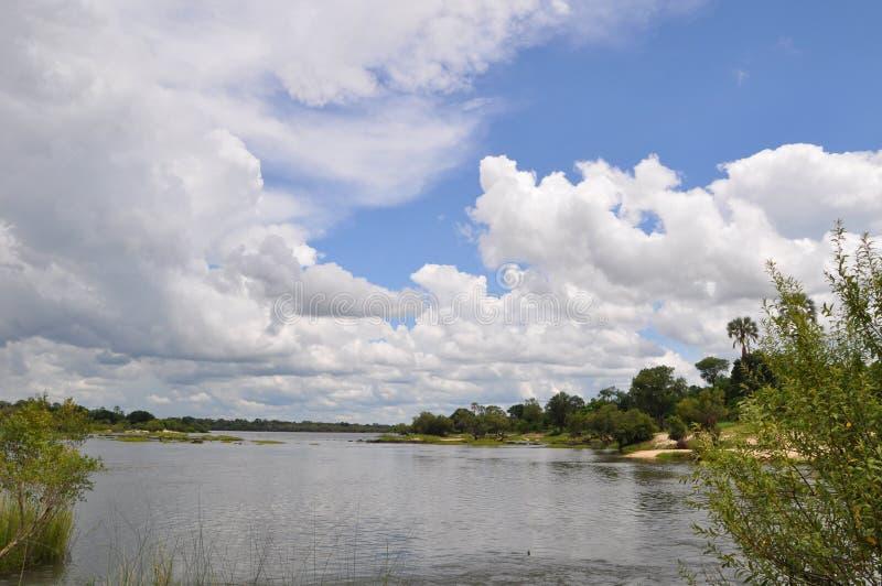 Zambesi rzeczny Zimbabwe przy Victoria spadkami fotografia stock