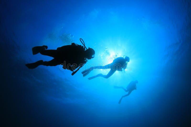 Zambullidores de equipo de submarinismo fotografía de archivo libre de regalías