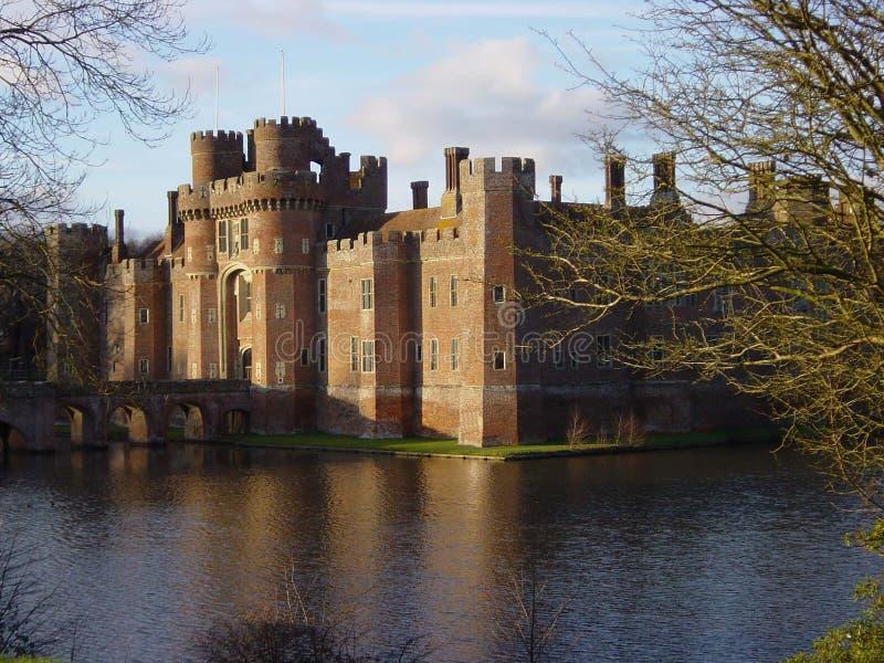 zamek nad jezioro. obrazy stock