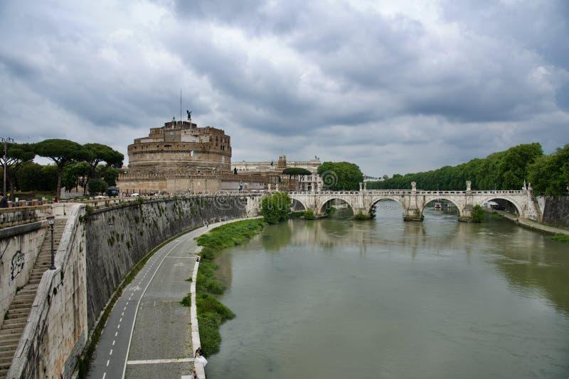 Zamek Sant'Angelo i most nad rzeką Tiber obraz stock
