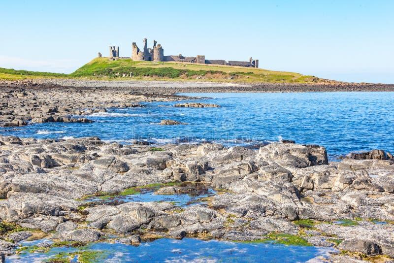 Zamek w Dunstanburgh w Northumberland zdjęcia stock