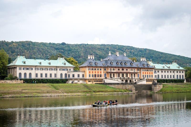 Zamek w Pillnitz niedaleko Elby w Niemczech obrazy stock