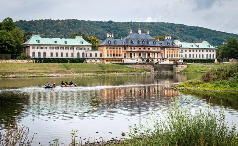 Zamek w Pillnitz niedaleko Elby w Niemczech zdjęcie stock