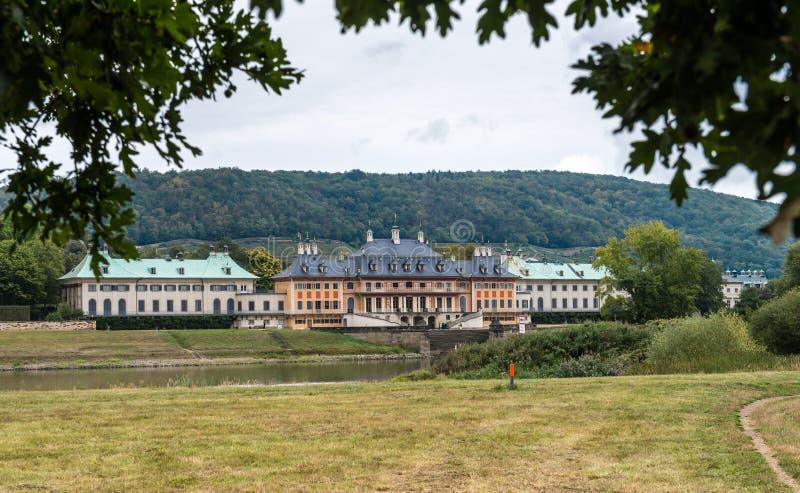 Zamek w Pillnitz niedaleko Elby w Niemczech zdjęcie royalty free