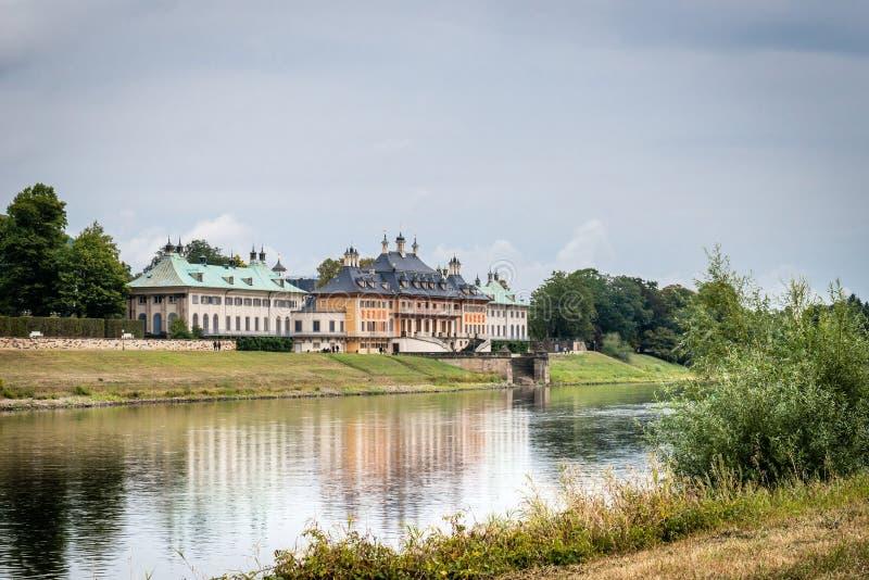 Zamek w Pillnitz niedaleko Elby w Niemczech zdjęcia stock