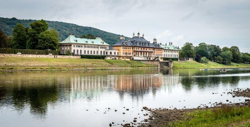 Zamek w Pillnitz niedaleko Elby w Niemczech fotografia royalty free