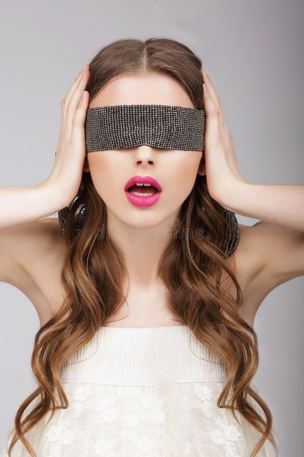 zamieszanie Kobiety mienia kapitałka na jej głowie obraz royalty free