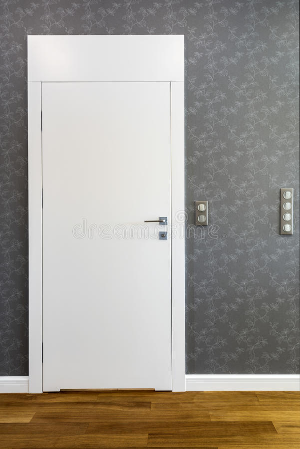 Zamknięci biali łazienek drzwi zdjęcie royalty free
