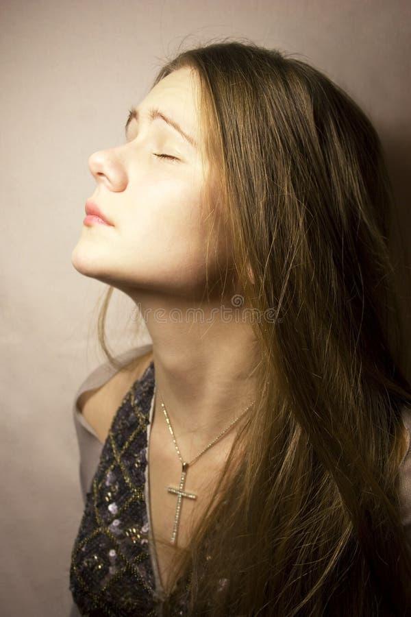 zamknięci oczu dziewczyny potomstwa zdjęcia stock