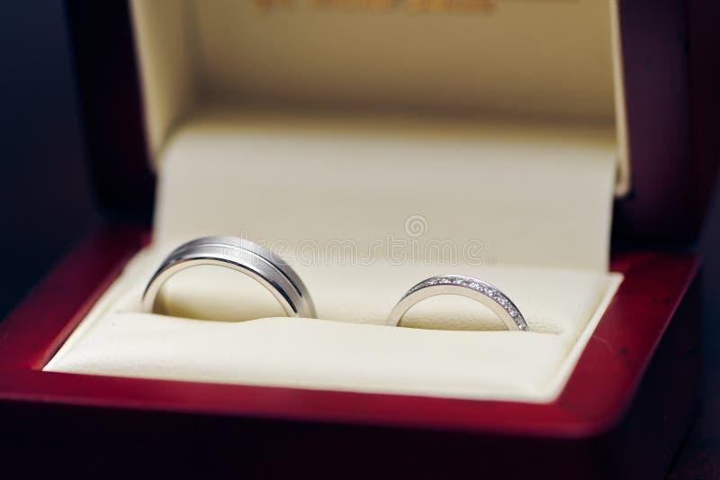 zamknięci pierścionki up ślub zdjęcia royalty free