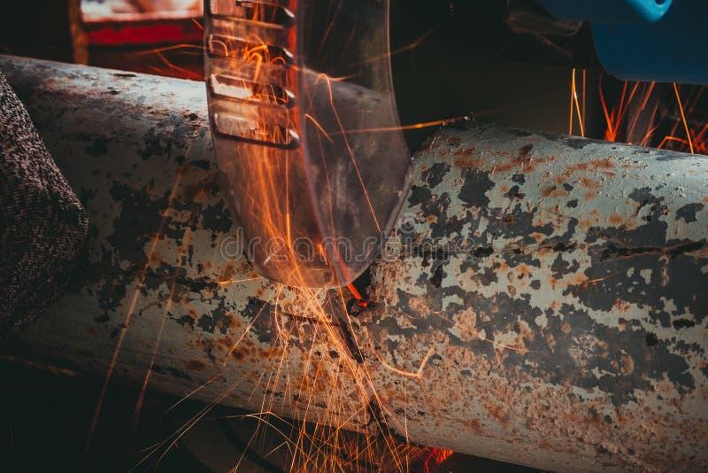 Zamknięcie rury metalowej z odgałęzieniem Szlifierka Elektrycznego zdjęcie royalty free