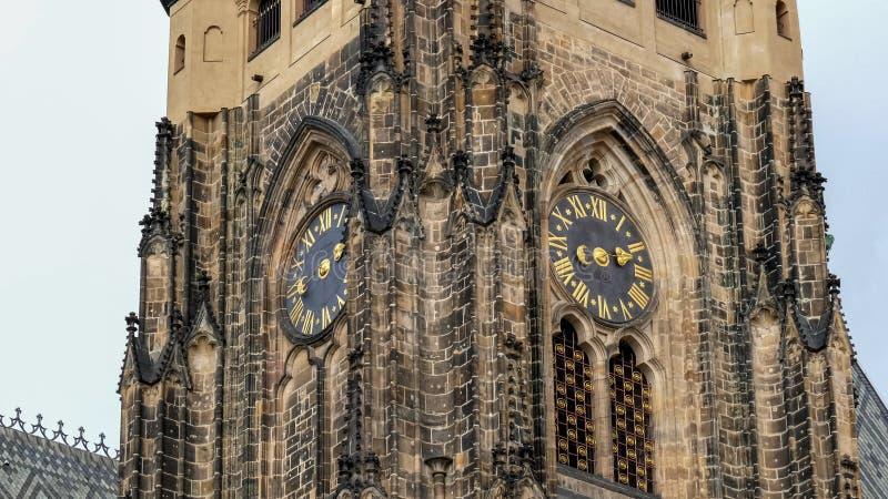Zamknięcie wieży zegarowej w zamku prague fotografia stock