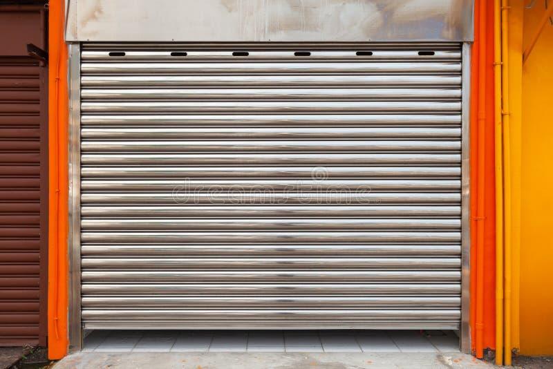 Zamknięta garażu metalu rolki brama, tekstura zdjęcie royalty free