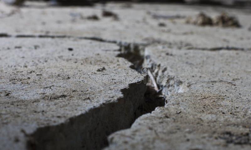 zamkniętego betonu krakingowa droga krakingowy obrazy stock