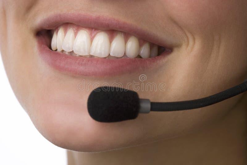 zamkniętego portreta uśmiechnięty telemarketer uśmiechnięty fotografia stock