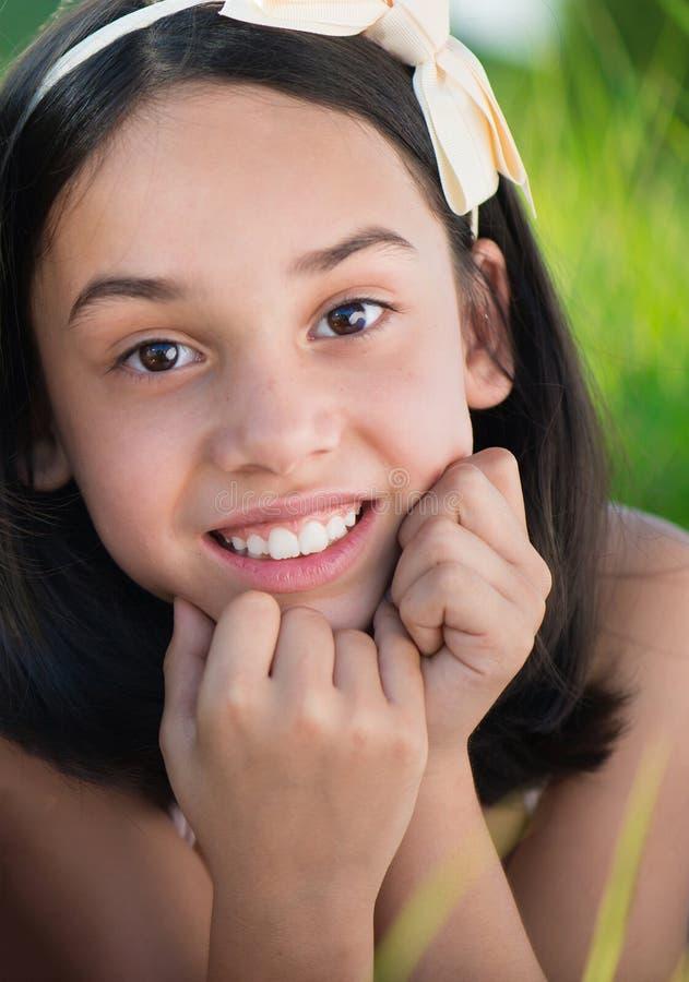 zamkniętej szczęśliwy mały portret dziewczyny fotografia royalty free